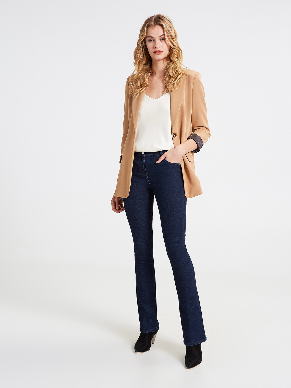 brand new d4773 4dd67 Jeans kick flare con piega stirata modello Kate - Motivi.com
