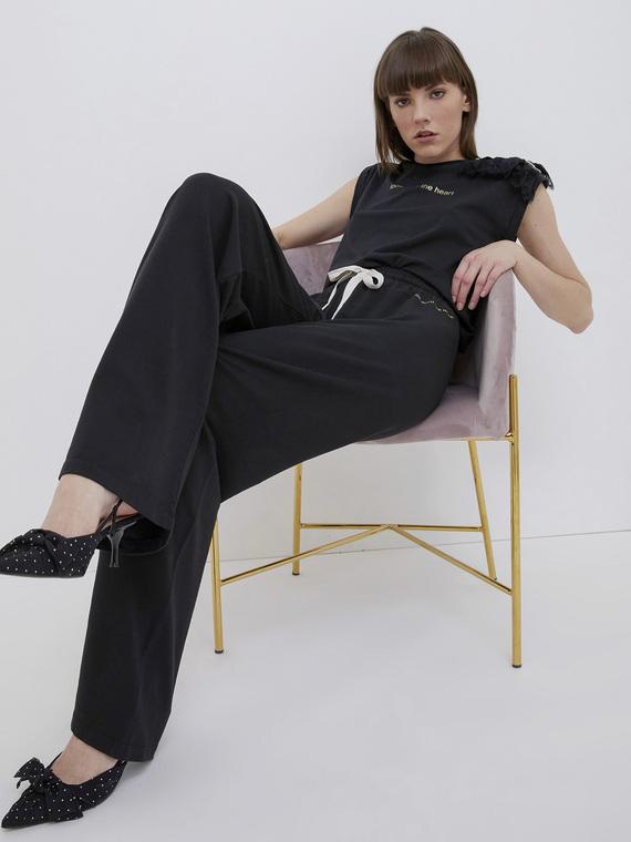 Pantaloni palazzo in felpa di cotone elastane; vita con elastico inserito; coulisse lurex in vita.